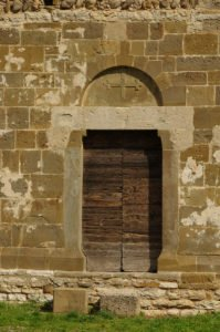 Chiesa di San Giorgio, porta sul fianco sud