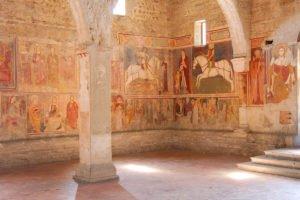 Chiesa di San Giorgio, parete della navata laterale destra e controfacciata