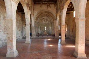 Chiesa di San Giorgio, interno (veduta verso il presbiterio)