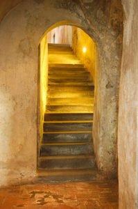 La scalinata che conduce alla cripta - Chiesa Madonna Del Castello