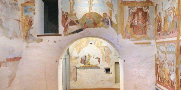 Chiesa di Santa Caterina, parete di fondo con l'arco che immette nel presbiterio